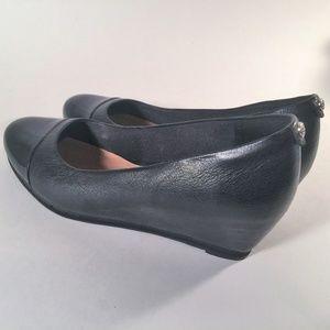 Clarks black leather patent toe comfort wedge sz 7
